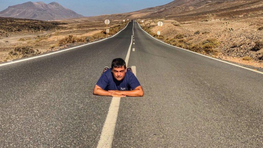 Carretera en Fuerteventura sin vehículos